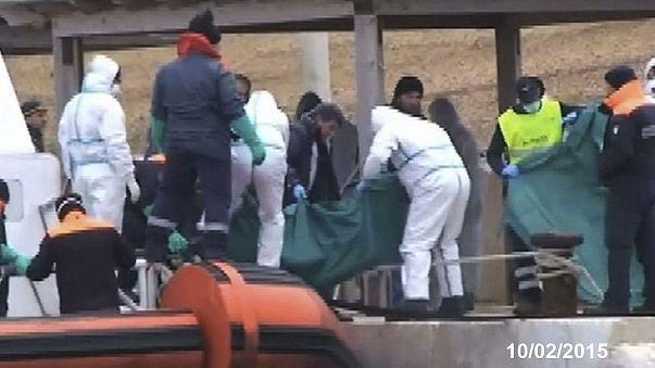 أنباء عن غرق 200 مهاجر في مياه المتوسط