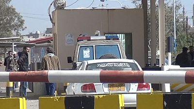 UK closes embassy in Yemen amid civil war fears