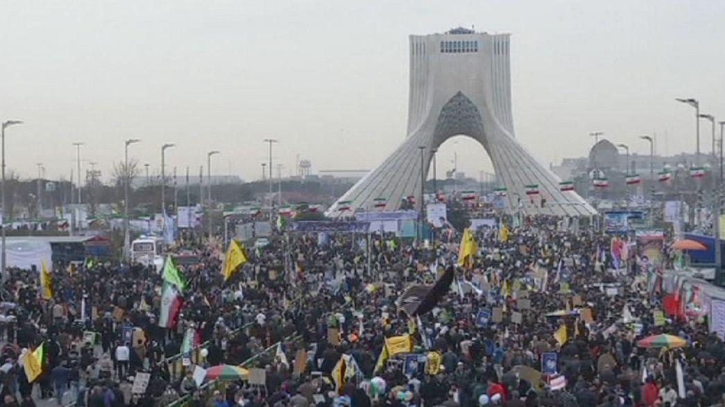 Iranianos comemoram aniversário da revolução islâmica