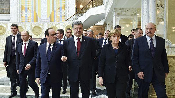 Minszk: a tárgyalóasztal mellett érte a reggel Angela Merkeléket