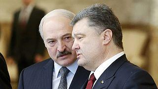 Stretta di mano con qualche riserva tra Putin e Poroshenko.