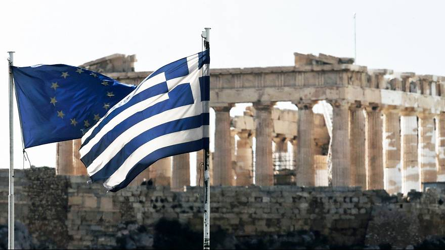 Greeks come out in support of further debt negotiations