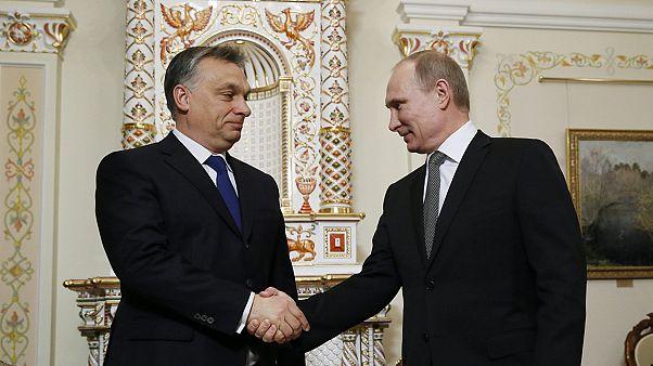 Porosenko és Putyin között ingázik a magyar kormányfő