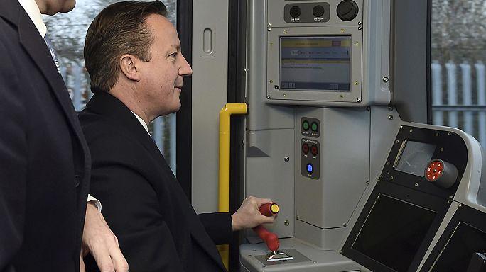 قطار حملة الانتخابات التشريعية في بريطانيا يميل يمينا ويسارا