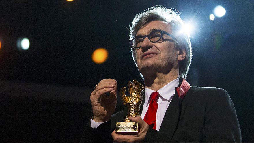 Берлинале: Вим Вендерс получил Золотого медведя за вклад в кинематограф