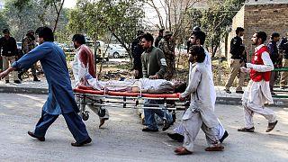 Pakistan, attacco taleban in moschea di Peshawar: una ventina le vittime
