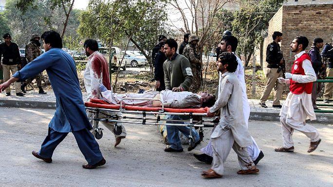 Tíz halottja van a pakisztáni mecsettámadásnak