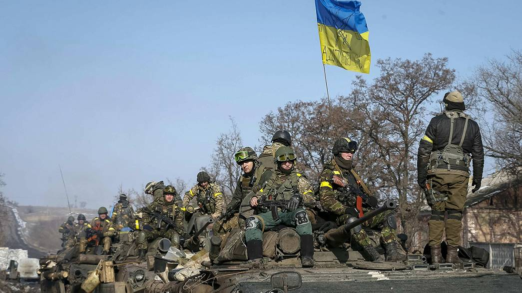 Clashes in east of Ukraine as ceasefire deadline nears