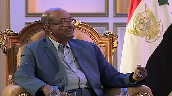 Sudans Präsident Omar al-Baschir weist gegenüber euronews Massenvergewaltigungsvorwürfe in Nord-Darfur zurück