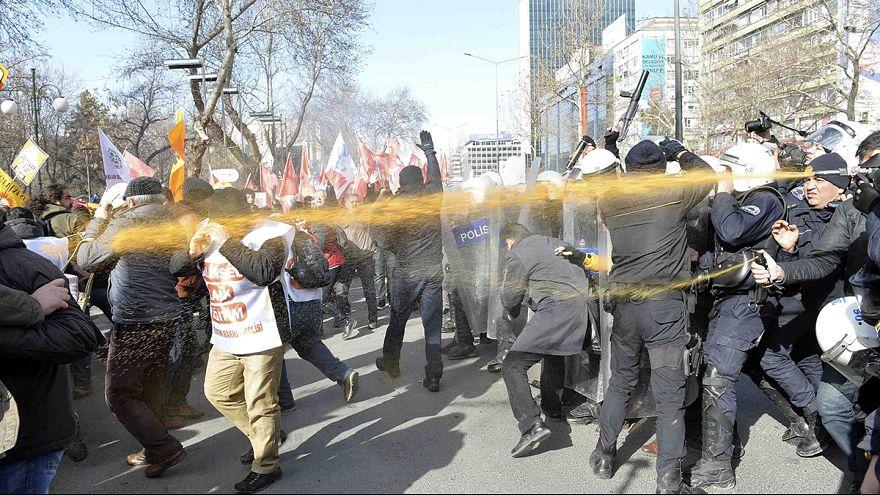 A kötelező hittanórák ellen tüntettek Törökországban