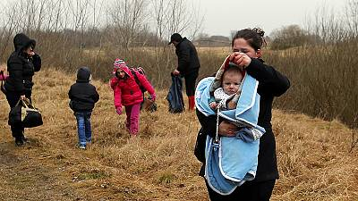 German police help catch Kosovan refugees on Hungarian border