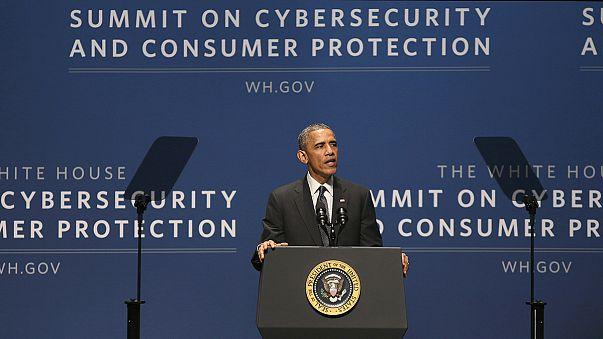 باراك أوباما يوقع وثيقة الأمن الإلكتروني