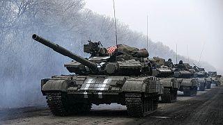 Ucrânia: Intensificam-se os combates a escassas horas do cessar-fogo