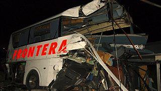 Sixteen dead in Mexico train-bus crash