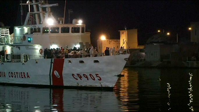 La Guardia Costera italiana rescata a más de 2000 inmigrantes a la deriva en el Mediterráneo