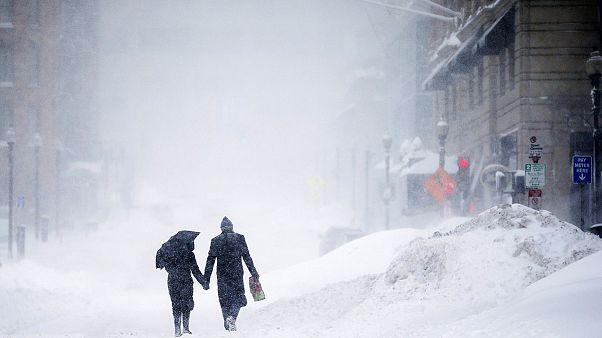 Schneerekord in Boston: Behinderungen und einstürzende Dächer in den USA
