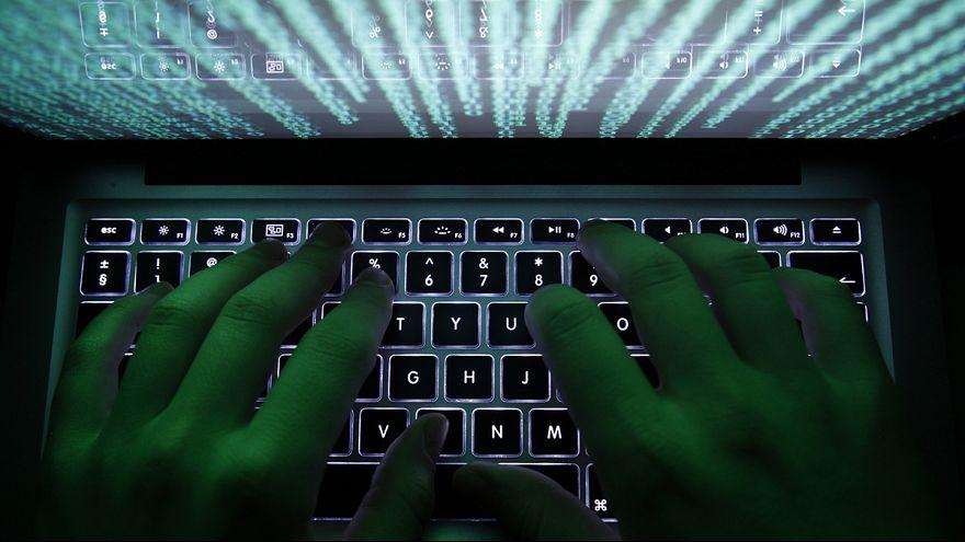 Una banda de piratas informáticos roba mil millones de dólares a un centenar de bancos