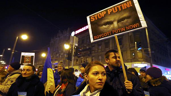 Hungarians stage anti-Putin protest ahead of Russian leader's visit