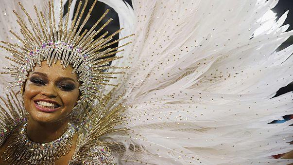 Rio feiert die zweite lange Nacht der Karnevalsumzüge