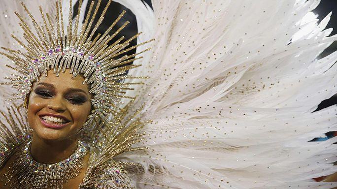 Le défilé costumé, apothéose du carnaval de Rio