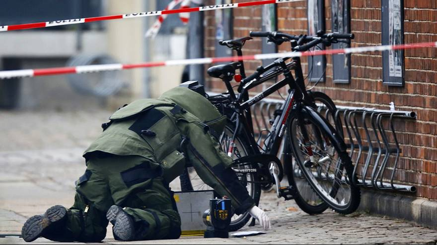 Police find no explosives in suspect package at Copenhagen cafe