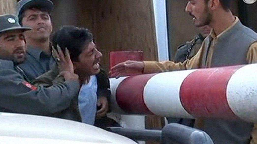 Afghanistan: attacco kamikaze uccide una ventina di poliziotti