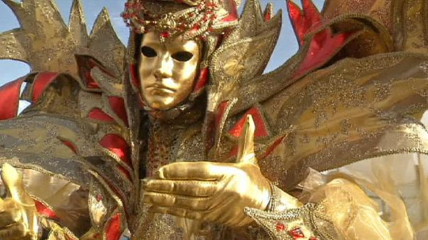 Venedik Karnavalı renkli görüntülerle sona erdi