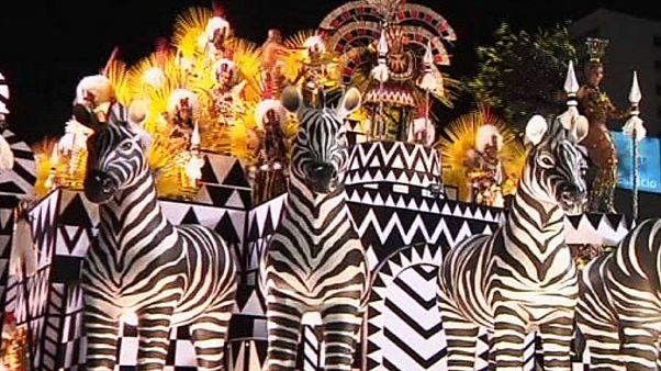 رقابت مدارس رقص سامبا در جریان کارناوال ریو