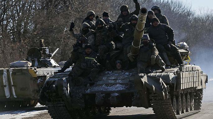 Петр Порошенко подтвердил плановый отвод войск из Дебальцева