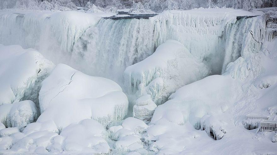 A fagyott Niagara-vízesés - képek