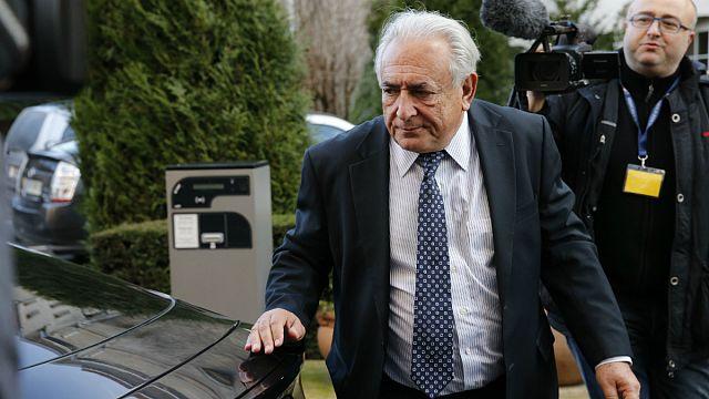 """Defesa de Strauss-Kahn diz que """"o caso caiu por si próprio"""""""
