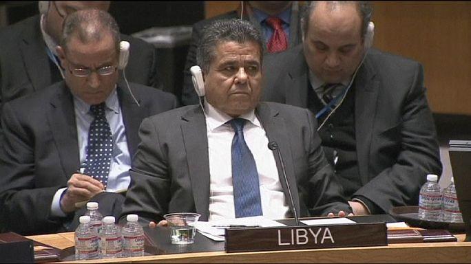 Líbia az ENSZ-embargó feloldását kérte a dzsihádisták elleni harc miatt