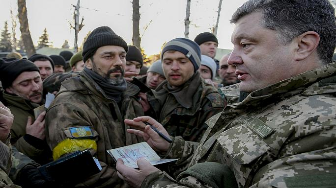 Kéksisakosokat hívna Kelet-Ukrajnába Petro Porosenko