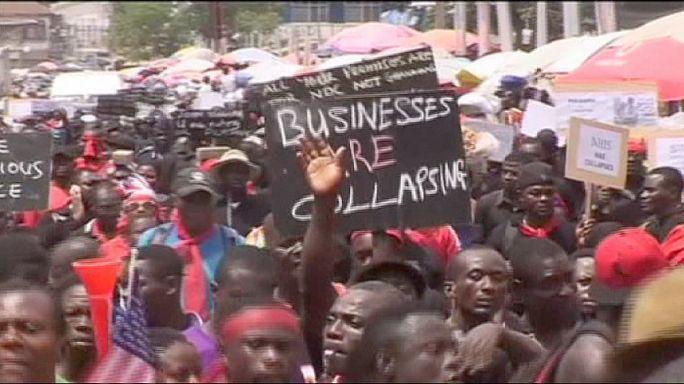 Tévékészülékekkel tüntettek Ghánában