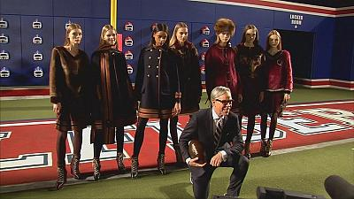 Con Tommy Hilfiger la moda sfila su un campo da football alla New York Fashion Week