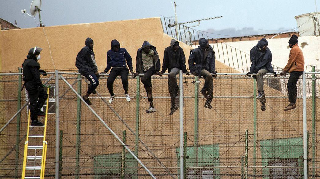Clandestinos ultrapassam muro em Marrocos