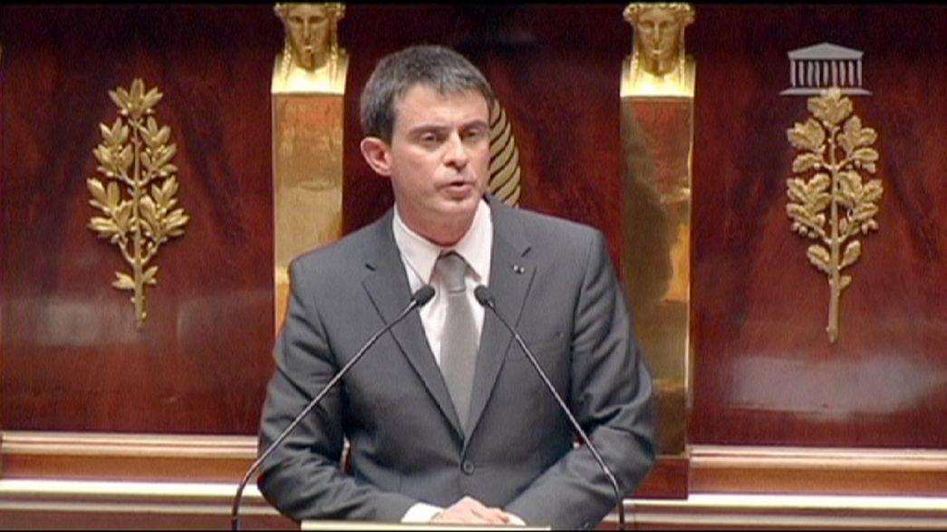 Valls promete más reformas tras superar la moción de censura y adoptarse la ley Macron