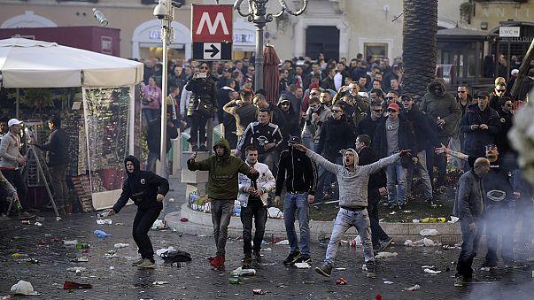 Hooligans olandesi devastano il centro di Roma, 28 arresti