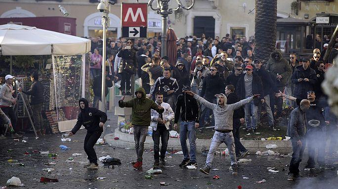 Des hooligans néerlandais saccagent une place touristique de Rome