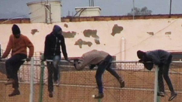 Nueva avalancha de inmigrantes en la valla de Melilla