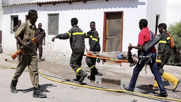 Una quincena de muertos al explotar un coche bomba en Mogadiscio