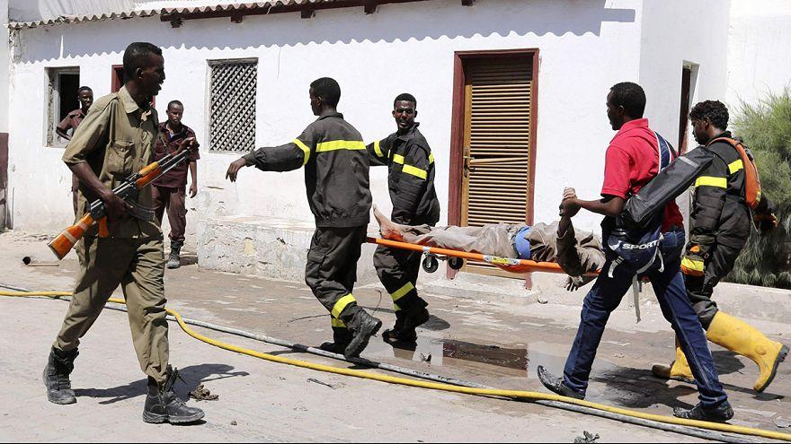 Cellula di al-Qaeda attacca un hotel di Mogadiscio, morti e feriti