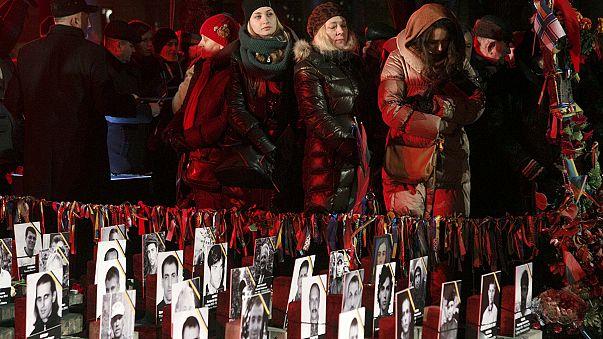 Ukrayna Şubat 2014 devriminin yıl dönümünde kurbanları anıyor
