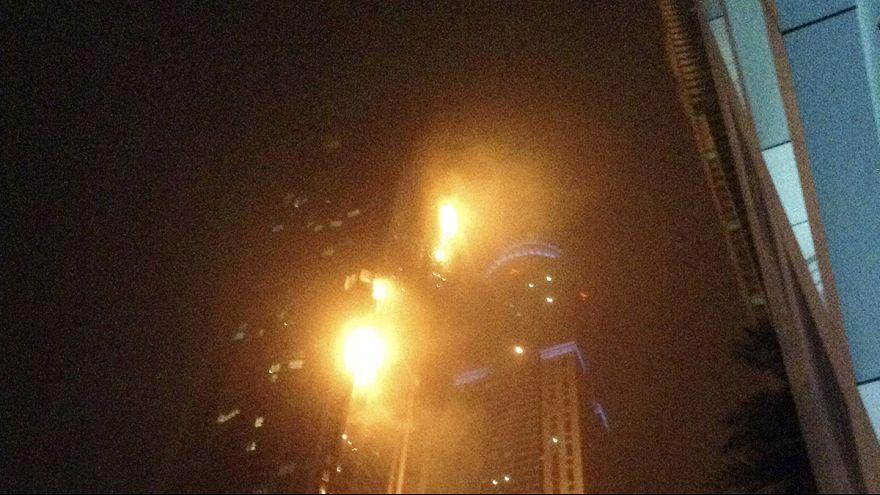Dubai, fiamme nel grattacielo. Evacuata la Torch Tower
