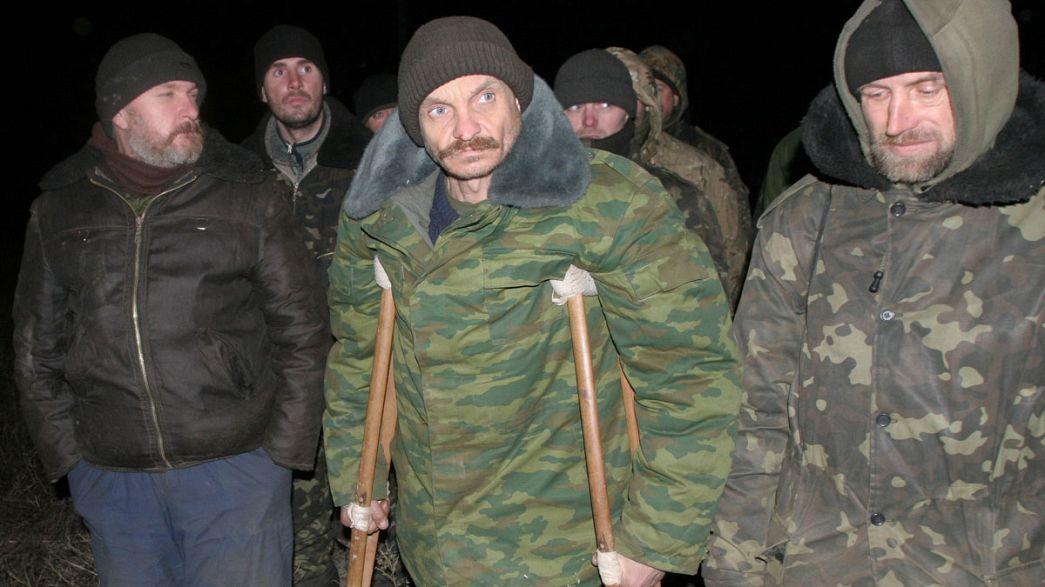Gefangenenaustausch in Ostukraine - Waffenruhe weiter brüchig