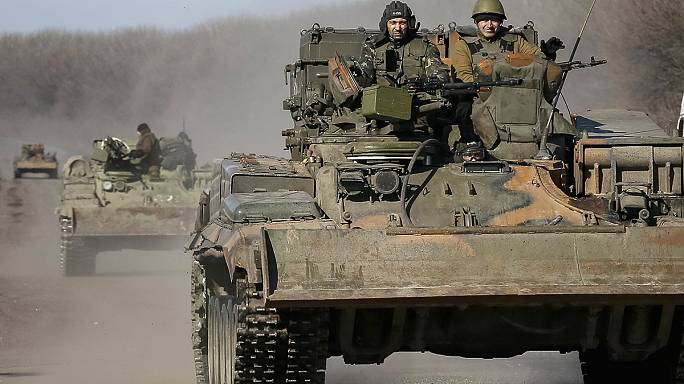 На востоке Украины начинается отвод тяжёлых вооружений