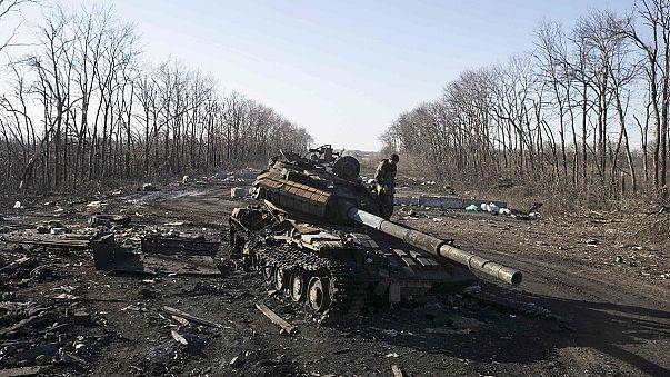 Abzug schwerer Waffen in der Ostukraine: Gegenseitige Vorwürfe der Konfliktparteien