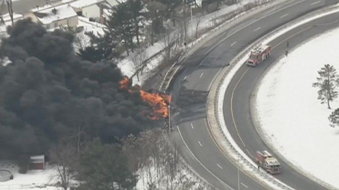 Spectaculaire incendie d'un camion-citerne dans le New Jersey