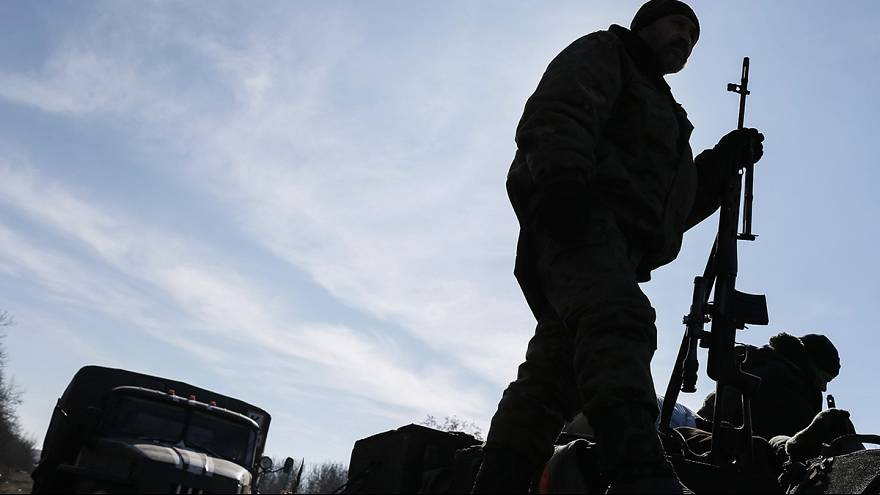 Ukraine says it cannot start to withdraw heavy weapons from the east