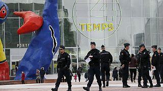 Sécurité maximale dans deux centres commerciaux de Paris